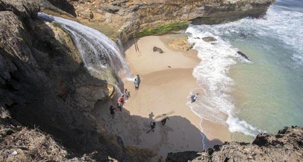 Pantai-Banyunibo